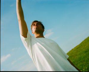 Nathan Ball, Untoldency, Untoldency Magazine, Indie, Musik, Blog, Blogger, Online Indie Musik Magazin, drifting, under the mackerel sky